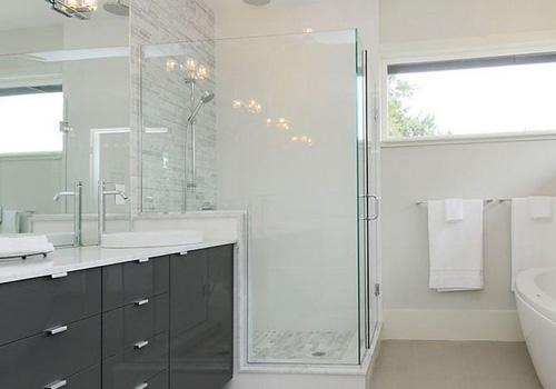 cửa kiếng phòng tắm